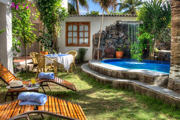 galapagos hotel pool area