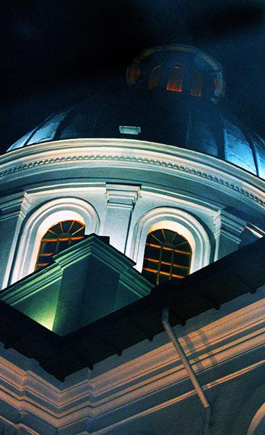 la compañia dome by the night